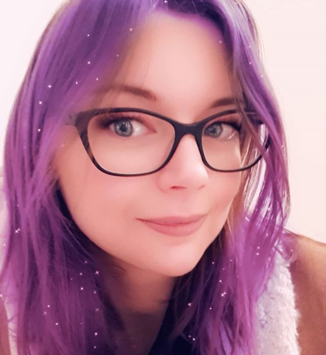 This filter makes me want purple hair so bad!! Damn you snapchat, vile temptress. My hair is finally healthy again, don't make me go down this road 😖😲 #selfie #snapchatfilter #cosplayersofinstagram #sewistsofinstagram