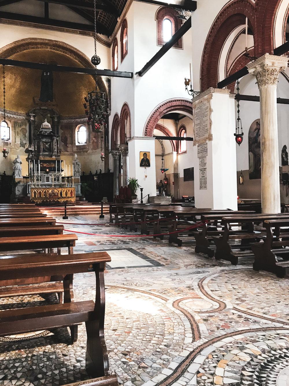Basilica-dei-Santi-Maria-e-Donato.jpg