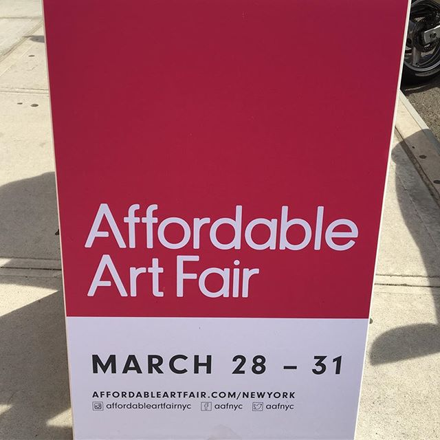 We're at the @affordableartfairnyc today taking in some art on our Sunday stroll 👀🙌🤗💖 —  Thrilled to be a cultural partner this year 👉 swipe right for the full list 🌟