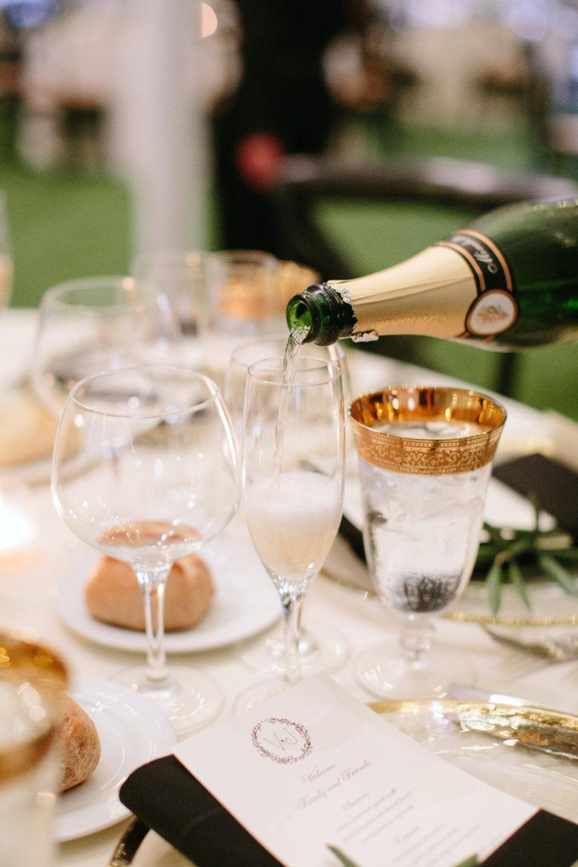 VJ-champagne-pour.jpg