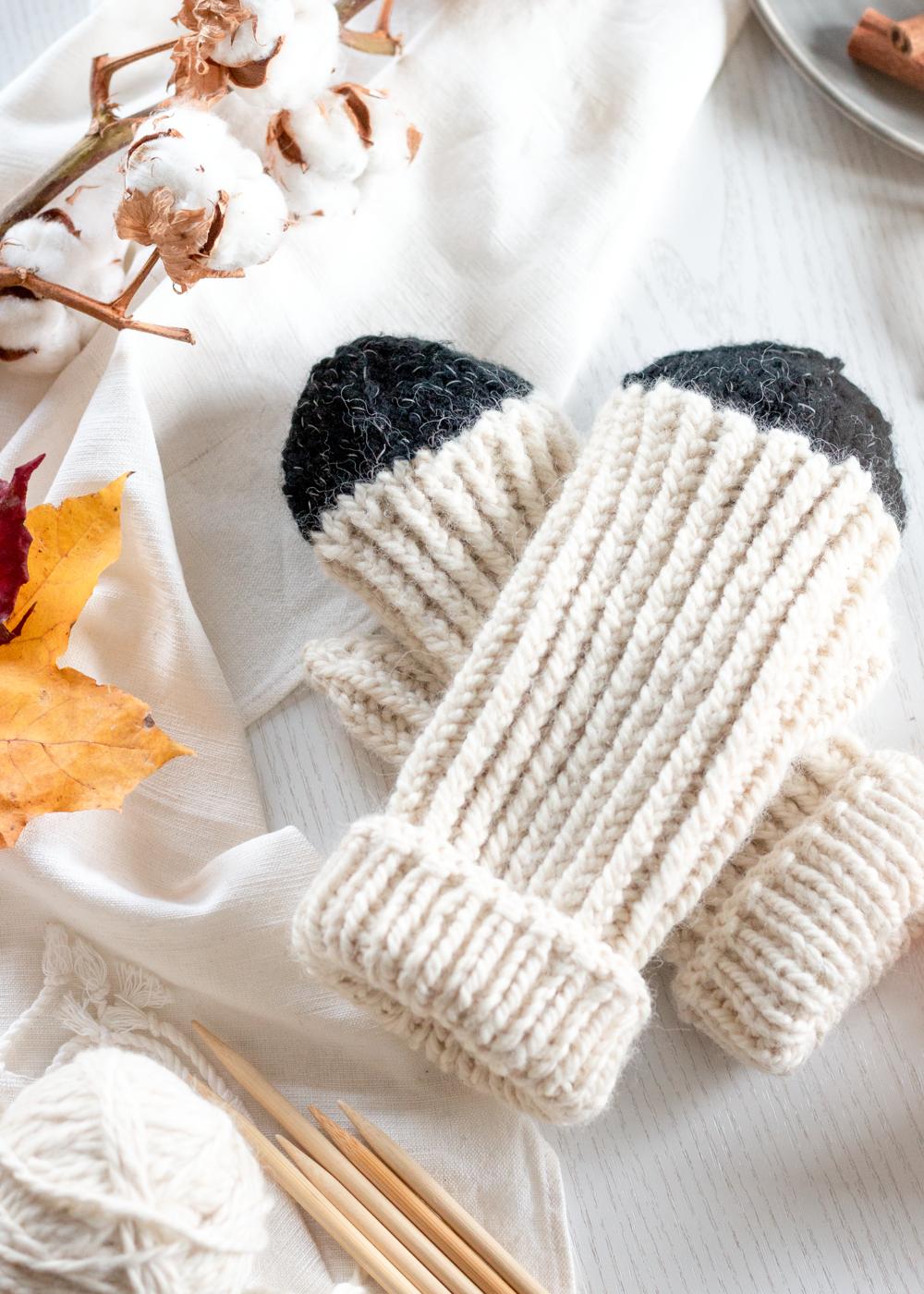 DIY Dip Dye Reflective Mittens | Free Knitting Pattern | Sandramarias.com