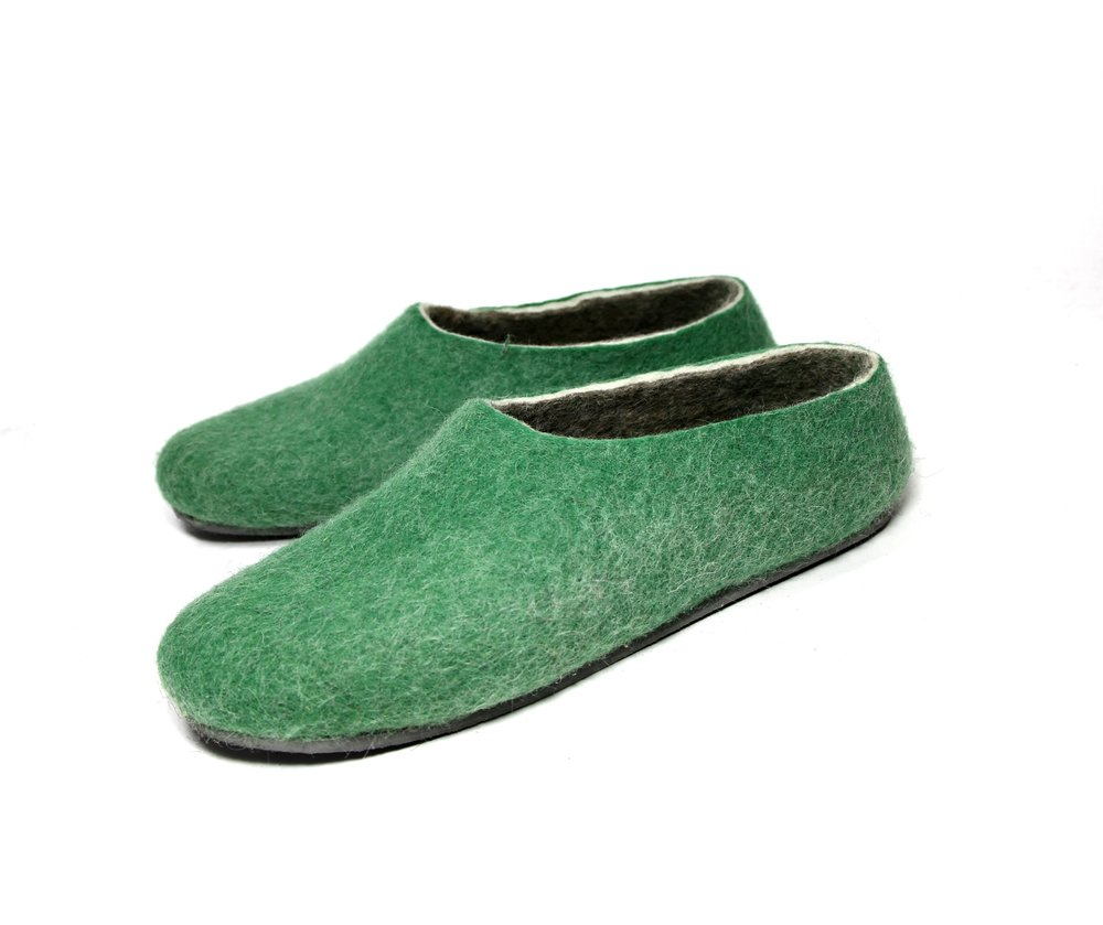Men's Organic Felt Slippers in Green 5.jpg