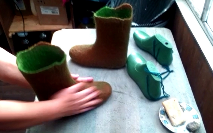 FELT FORMA wool boots hand making process