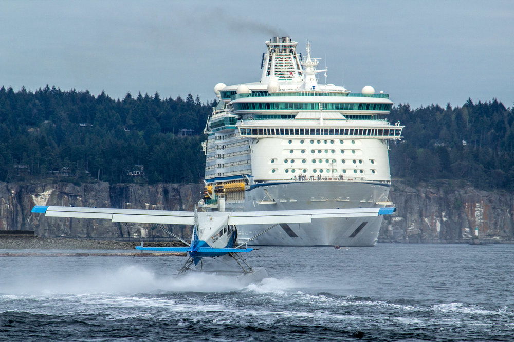 Seaplane vs Cruise Ship     Copyright © Afro Boy Productions. All rights reserved.