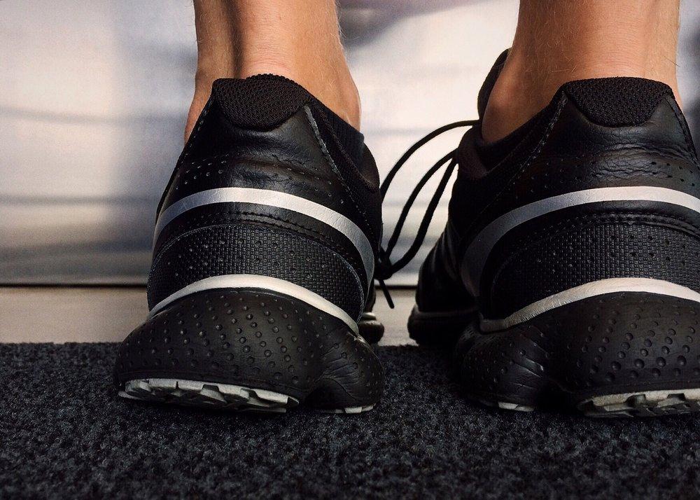 shoes-1678590_1920.jpg