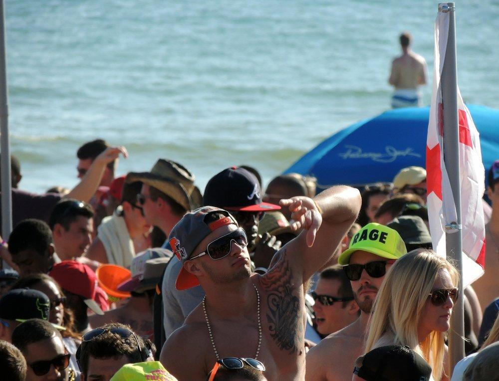 beach-party-583585_1920.jpg