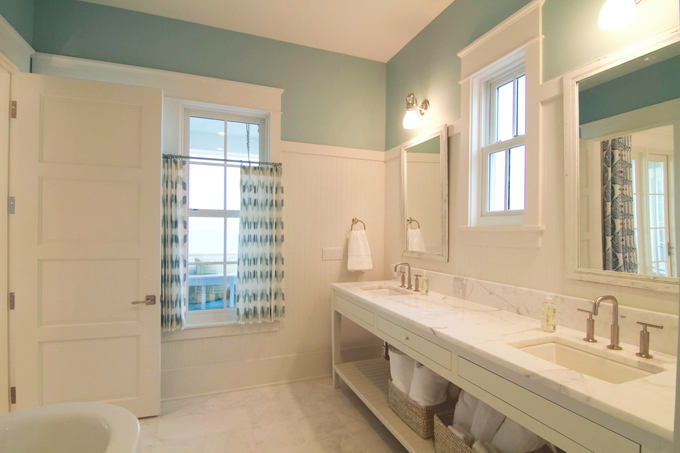 beach house bathroom.jpg
