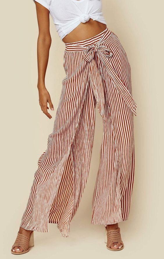 - Es Torrent Pants feature a stripe print throughout, wrap style waist with tie closure and high slits, and a breezy flowing fit.