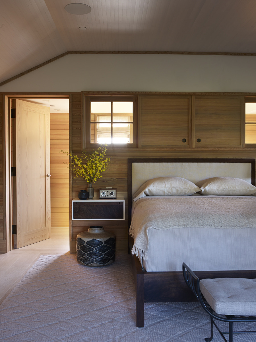 House Tours-Be Inspired by these Two Flawless Beach Houses 11.jpg