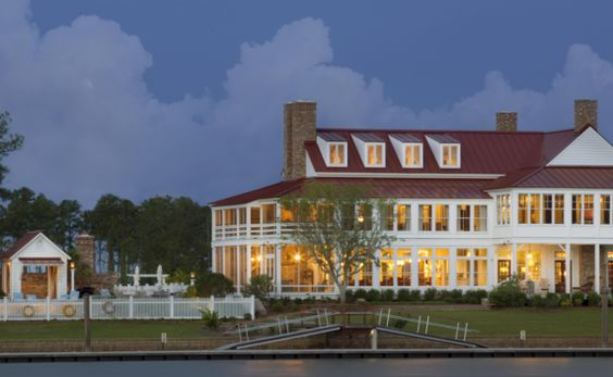 The River Dunes Harbor Club is an exceptional private yacht club overlooking Grace Harbor, located in the heart of the River Dunes boating community. Members enjoy an award-winning marina, outstanding service and stunning club facilities. Our experienced Chef draws inspiration from locally sourced ingredients and offers seasonal menus featuring North Carolina products and cuisine.