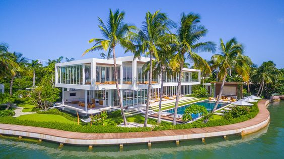 Glamorous Oceanfront Beach House in Miami 2.jpg