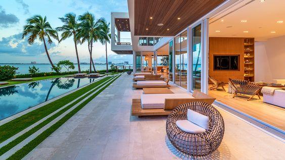 Glamorous Oceanfront Beach House in Miami 10.jpg