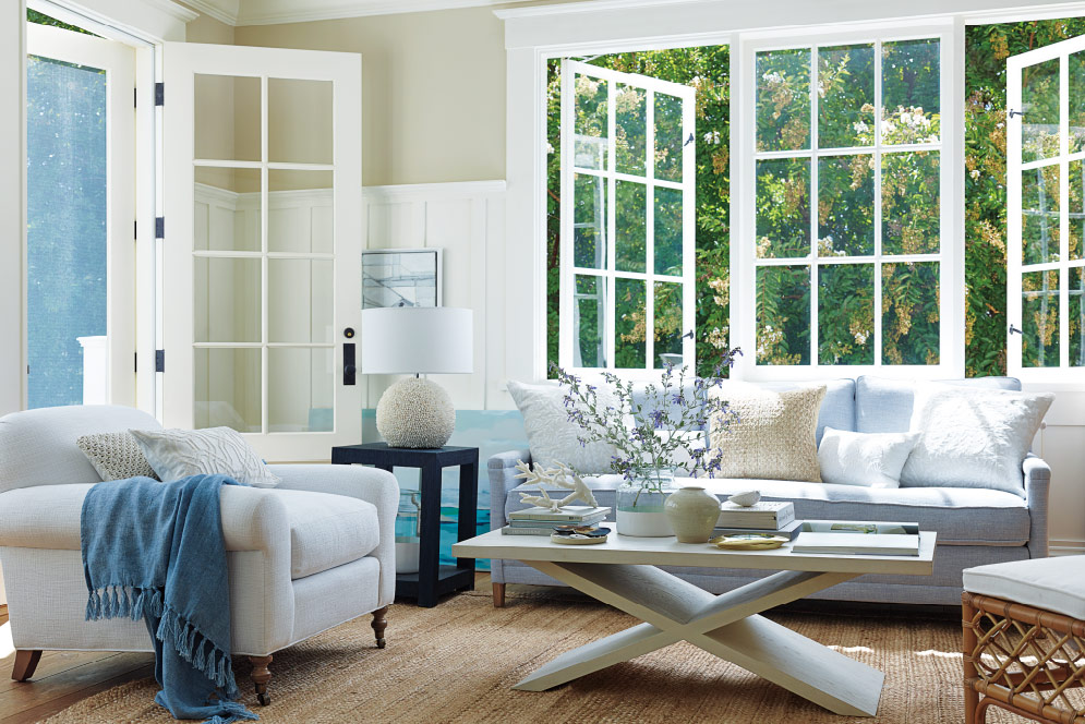 Our Favorite Blue and White Livingrooms 10.jpg