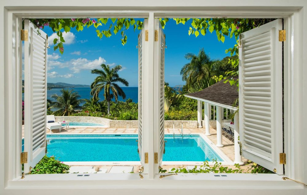 Round Tree Hotel and Villas  are luxuriously-appointed private villas and oceanfront boutique Jamaica hotel rooms in Montego Bay, Jamaica. Enjoy five-star amenities within breathtaking surroundings.
