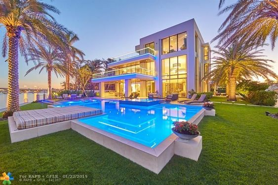 - Custom Point lot Estate in sought after Seven Isles,Las Olas.