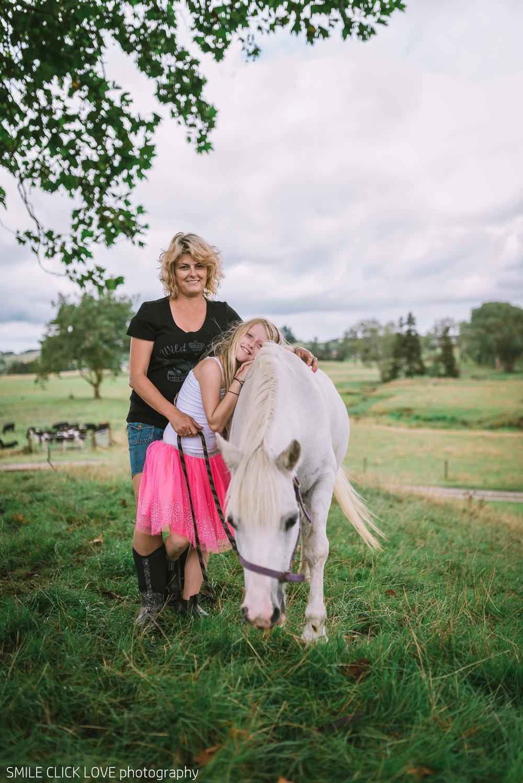 Family photos Farm and Pony-15.jpg