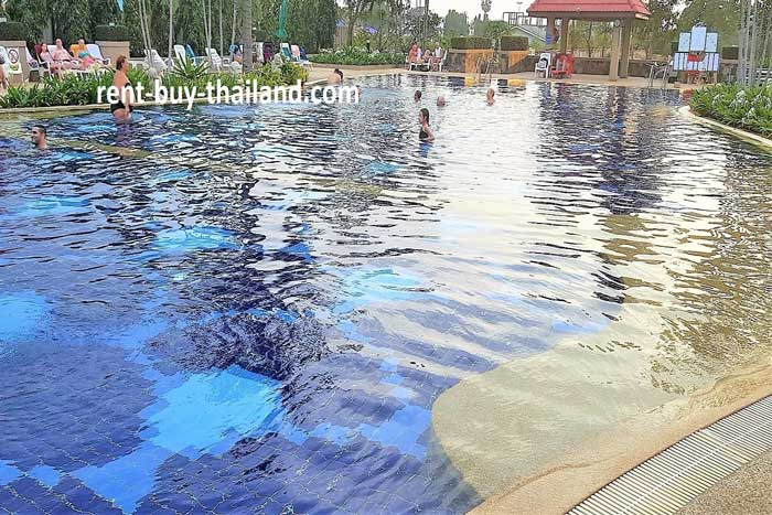 Jomtien Beach Condo Salt Water Pool