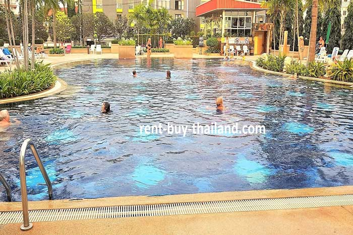 Jomtien Beach Condo - Salt Water Swimming Pool