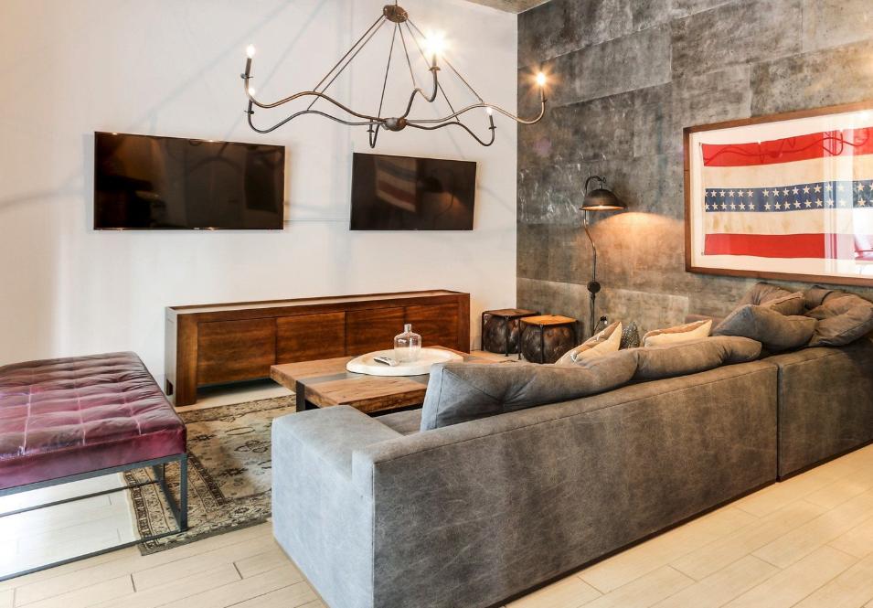 Mid-Level Lounge