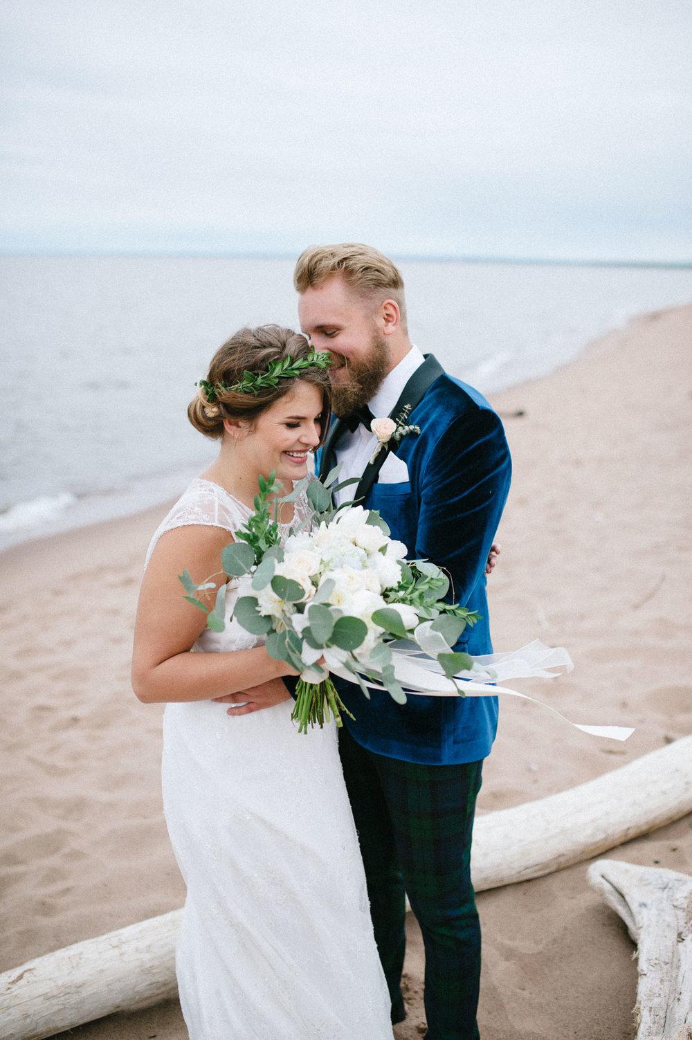 10-duluth wedding lake superior beach photography.jpg