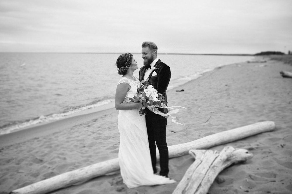 11-duluth beach wedding photography.jpg