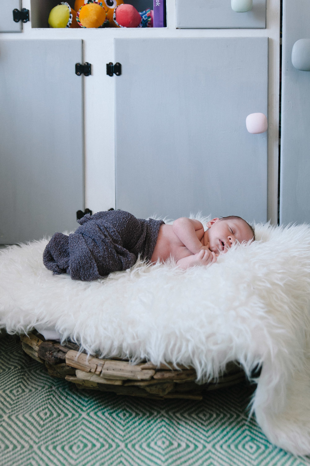 3-baby perth newborn photographer amanda afton.jpg