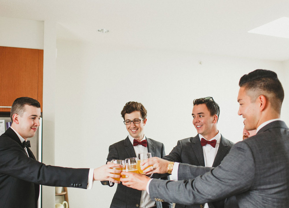 dloveaffair_wedding_groom_groomsmen_cheers.jpg