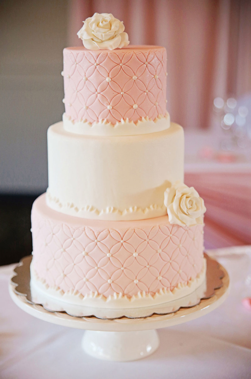 dloveaffair_wedding_cake_pink.jpg