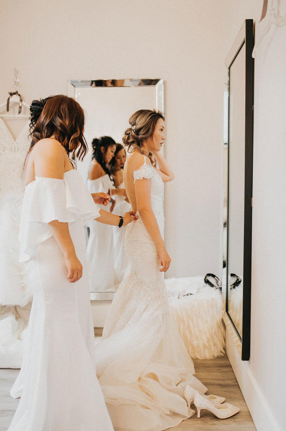dloveaffair_bridalprep_weddingdress.jpg