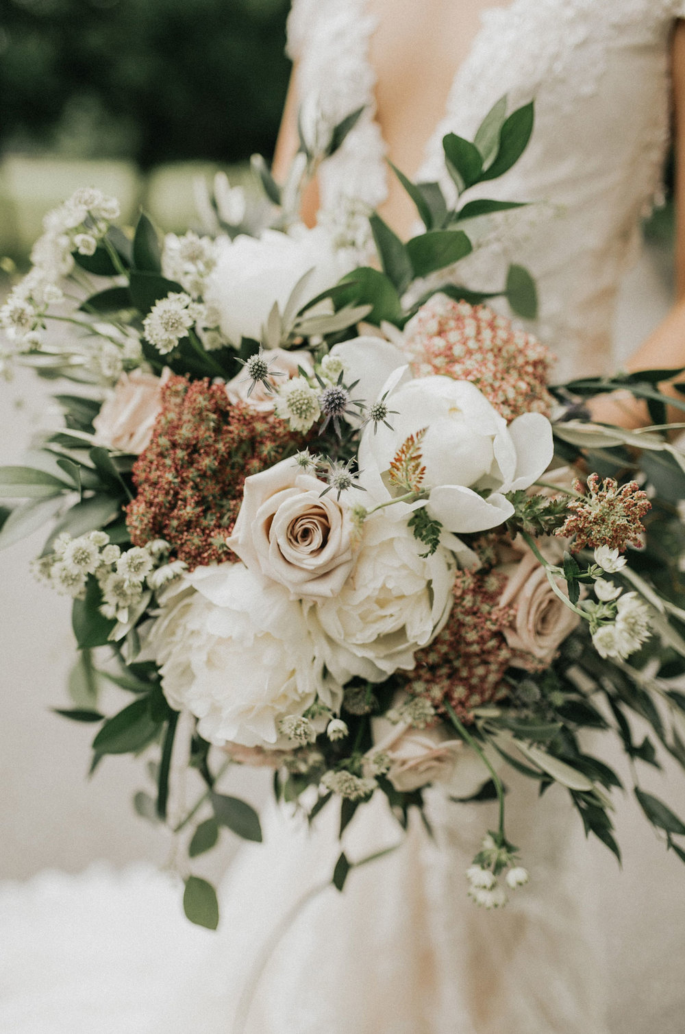 dloveaffair_bridalbouquet_bride_flowers.jpg