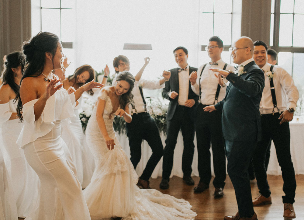 dloveaffair_swaneset_wedding_grandentrance.jpg