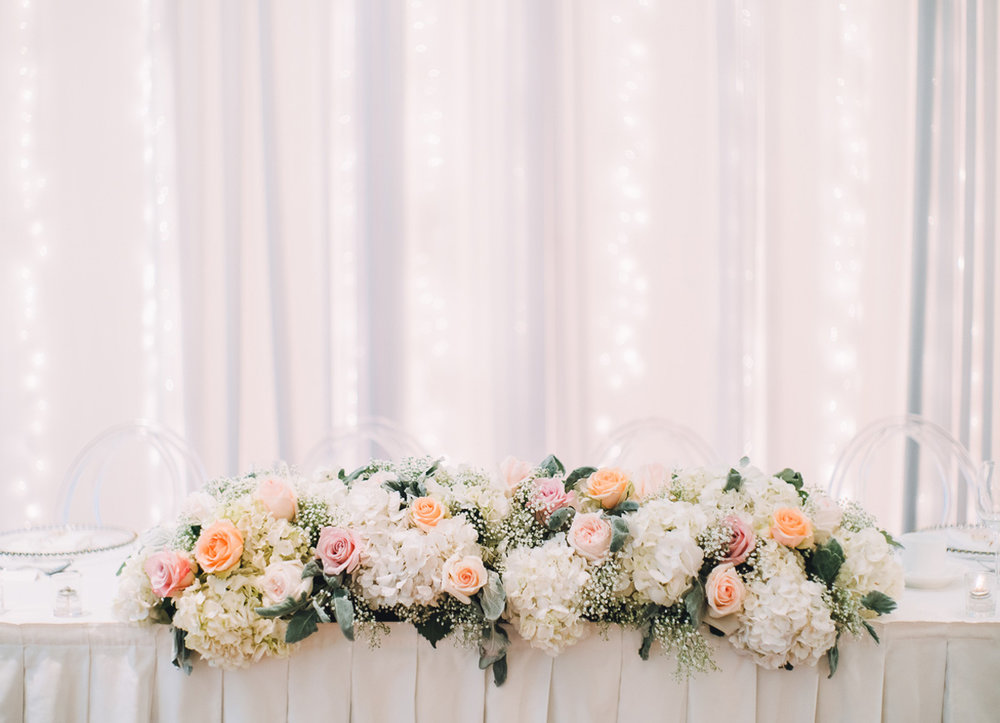 dloveaffair_wedding_headtable_florals.jpg