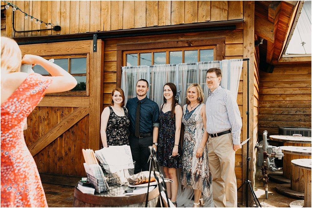 erin-darryl-missouri-wedding-photographer-mighty-oak-lodge_0040.jpg