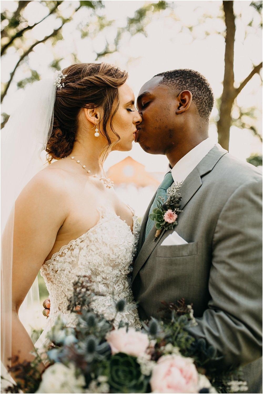 erin-darryl-missouri-wedding-photographer-mighty-oak-lodge_0063.jpg