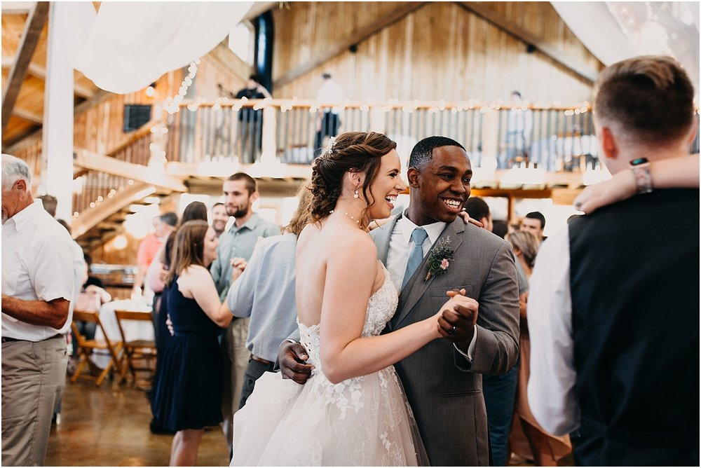 erin-darryl-missouri-wedding-photographer-mighty-oak-lodge_0080.jpg