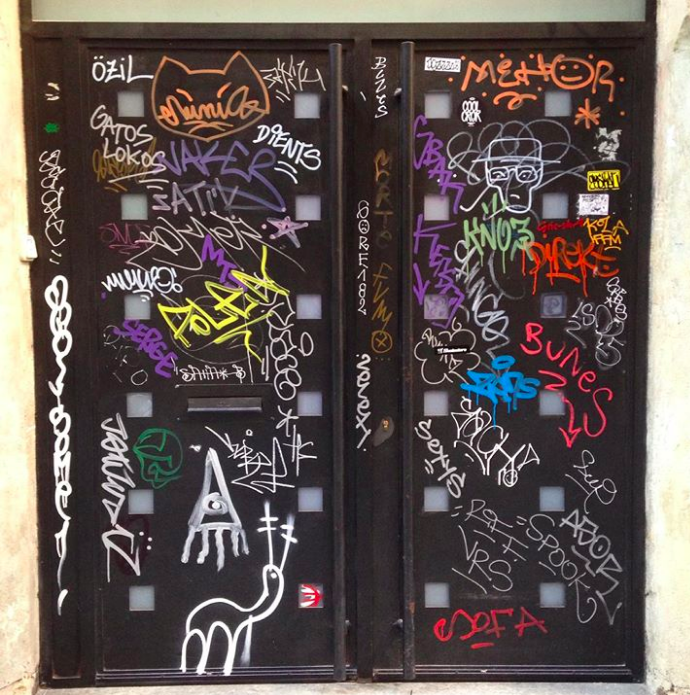 Tags in the Gràcia neighborhood