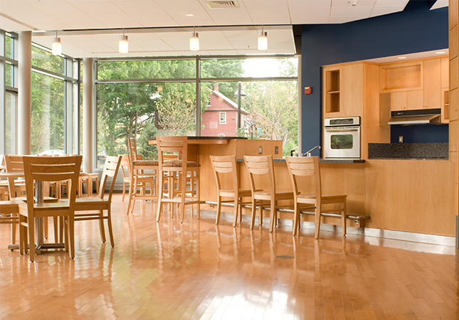 _DSC7902_Keene-State_Pondside-int-kitchen.png