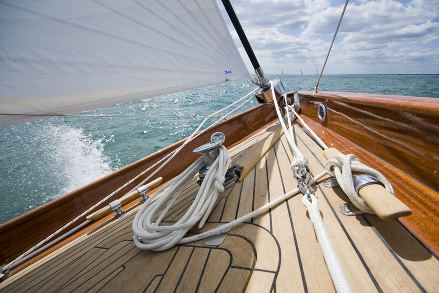 The clean uncluttered foredeck of the Fairlie 55