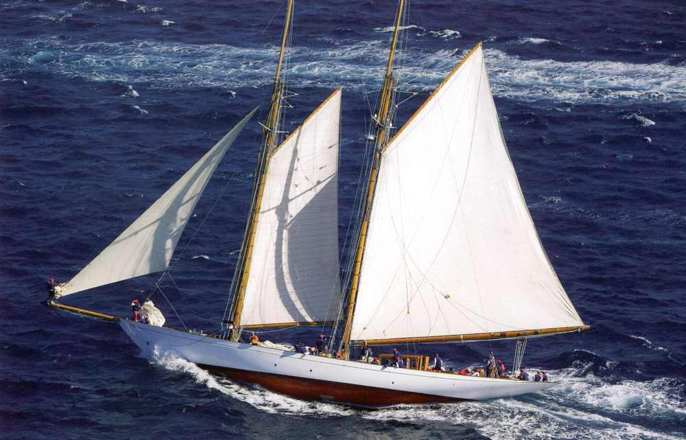 Altair sailing.jpg