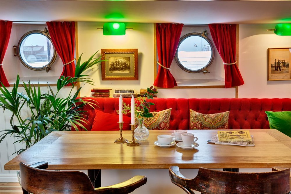 DETAIL INTERIOR DECOR OF LIGHTSHIP