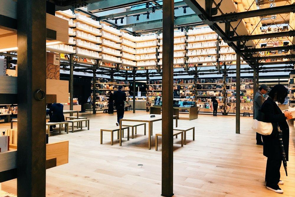 銀座の蔦屋書店は。商業施設「GINZA SIX」(ギンザ シックス)の6階にあります。