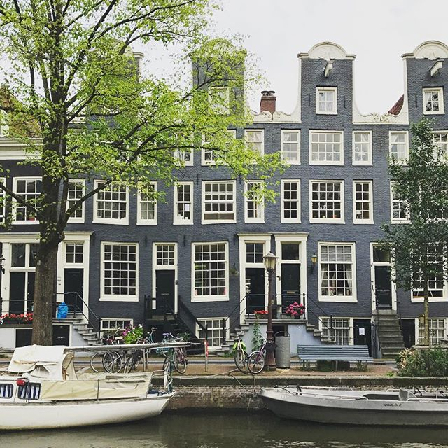 Our favorite canal: the #Egelantiersgracht #canalhouses #amsterdam #citytrip #jordaan #kithandkin