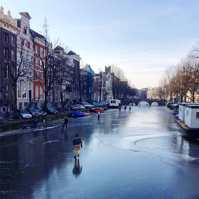 Skating on the Amsterdam canals ❄️❤️!! #amsterdam #iceskating #canalskating #daredevils #oncevery5orsoyears #magical