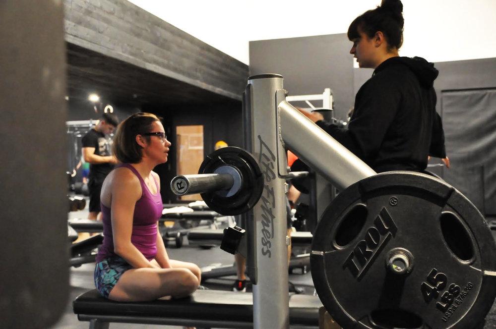 En discussion avec Valérie lors d'un entraînement.