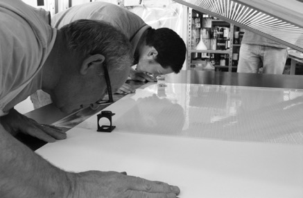 Figure 1 Kip & Tim Gresham (Mr Penfold) register a colour on a print for James Hugonin. Photo: Ivana Brdanovic