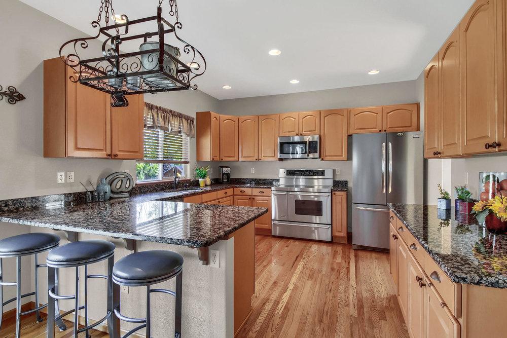 6272 Braun Cir Arvada CO 80004-020-45-Kitchen-MLS_Size.jpg