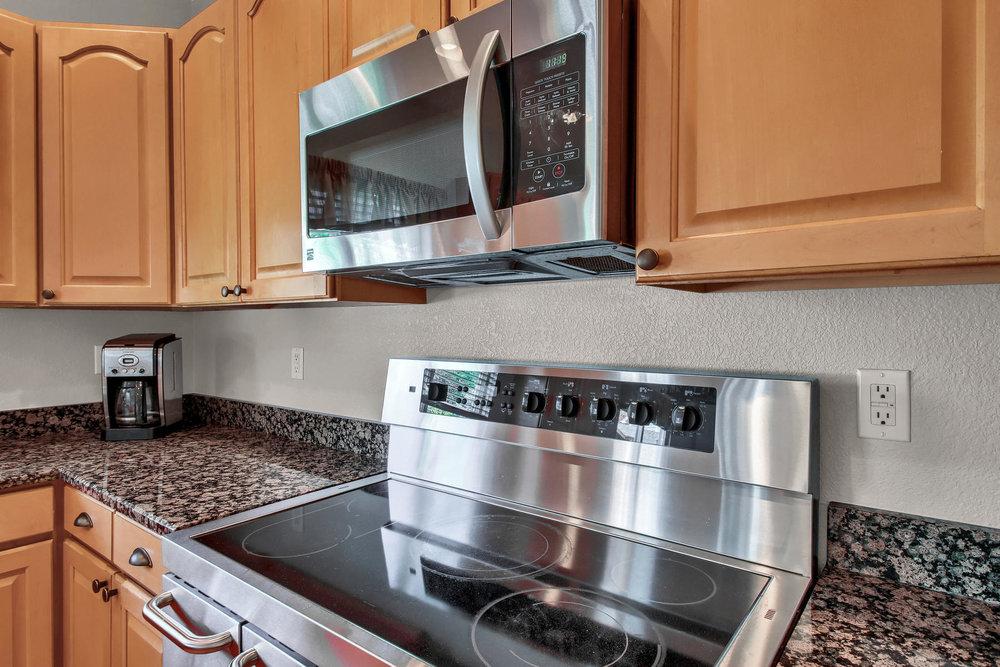 6272 Braun Cir Arvada CO 80004-021-23-Kitchen-MLS_Size.jpg