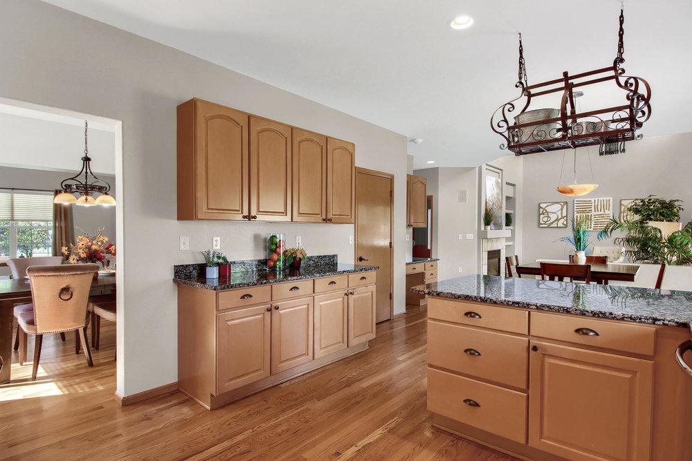 6272 Braun Cir Arvada CO 80004-023-16-Kitchen-MLS_Size.jpg
