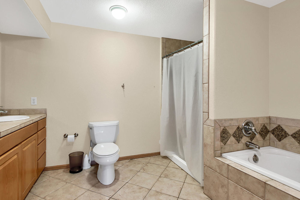 6272 Braun Cir Arvada CO 80004-043-19-Bathroom-MLS_Size.jpg