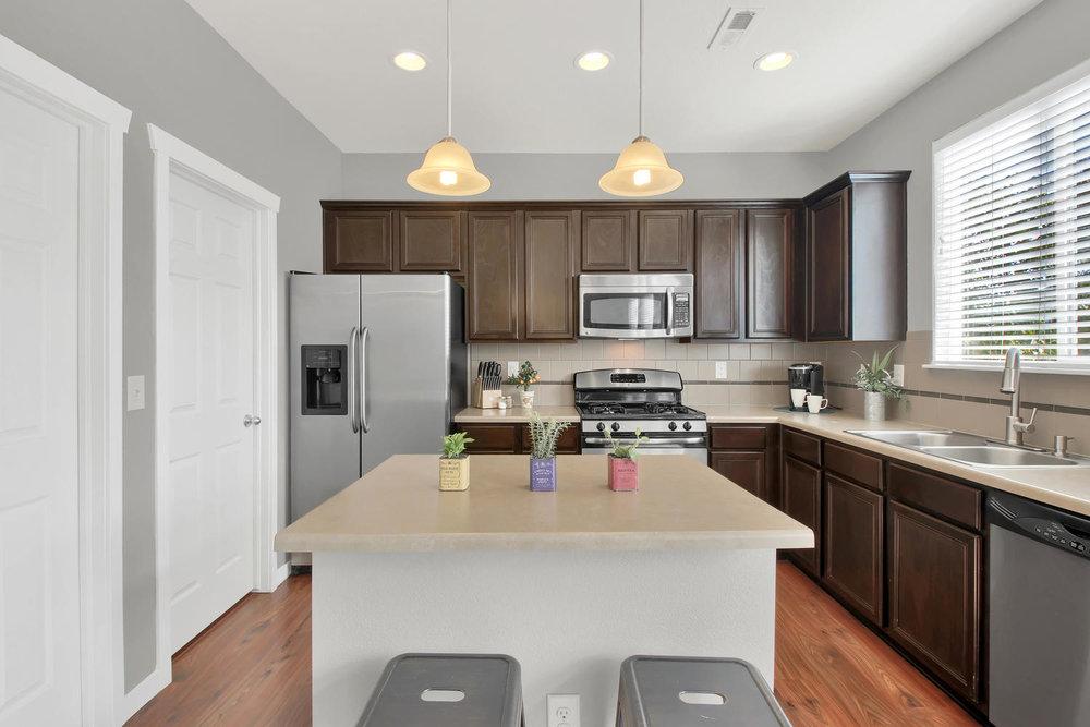 9076 Ellis Way Arvada CO 80005-large-014-18-Kitchen-1500x1000-72dpi.jpg